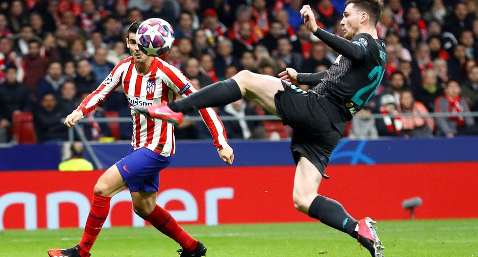 Soccer Football - Champions League - Round of 16 First Leg - Atletico Madrid v Liverpool - Wanda Metropolitano, Madrid, Spain - February 18, 2020  Atletico Madrid's Alvaro Morata in action with Liverpool's Andrew Robertson   REUTERS/Juan Medina