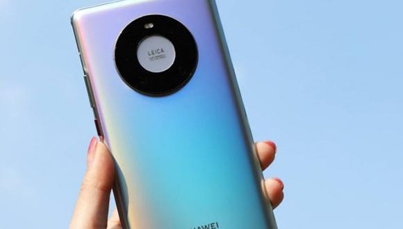 El Huawei Mate 40 llega con una serie de diferencias, como la eliminación del notch y una pantalla curva con botones físicos. (Foto: Huawei)