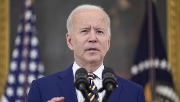 El presidente Joe Biden habla sobre alcanzar los 300 millones de vacunas de COVID-19, en el Comedor Estatal de la Casa Blanca en Washington. (Foto: AP / Evan Vucci)