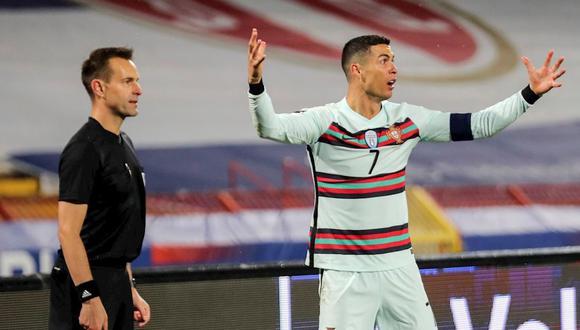 Cristiano Ronaldo anotó un gol en el Portugal vs. Serbia pero el árbitro no lo validó. (Foto: EFE)