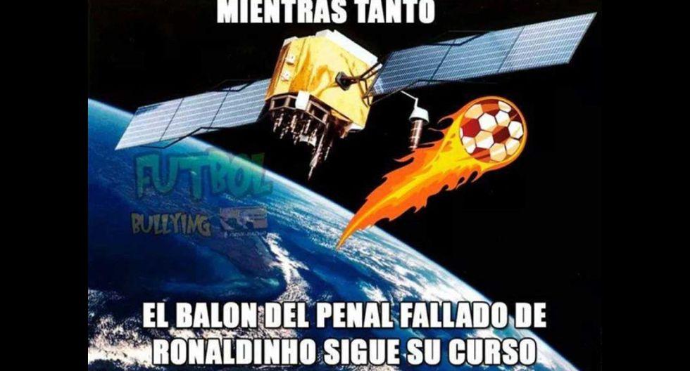 Los memes del debut de Ronaldinho en el Querétaro de México - 2