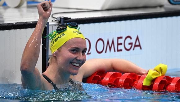 Ariarne Titmus se impuso a la estadounidense Katie Ledecky en la final de 400 metros en estilo libre y ganó la medalla de oro en Tokio 2020. (Foto: AFP).