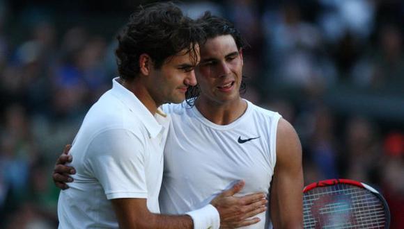 Roger Federer y Rafael Nadal en Wimbledon 2008. (Foto: AFP)
