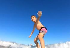 EEUU: el dramático momento en que un tiburón derriba de su tabla a un niño surfista | Video