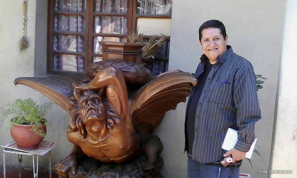 El escritor Pablo Nicoli es un estudioso de las leyendas de la ciudad. Este sábado 17 de agosto desde las 6:30 p.m. organizará un recorrido por plazas, calles y monumentos del centro histórico de Arequipa (Foto: Archivo del autor)