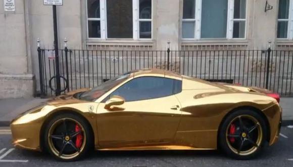 Ferrari de oro ilumina Londres