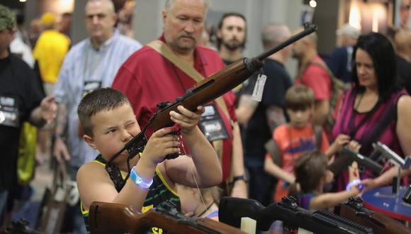 El uso libre de las armas está instalado en la sociedad estadounidense. Algunos piden su regulación pero otros insisten en el derecho a la defensa sin restricciones.