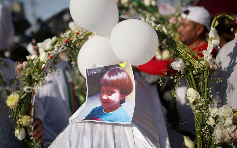 Fátima Cecilia Aldrighett, de 7 años, fue enterrada el martes en un cementerio de Tláhuac, en Ciudad de México. (REUTERS/Edgard Garrido).