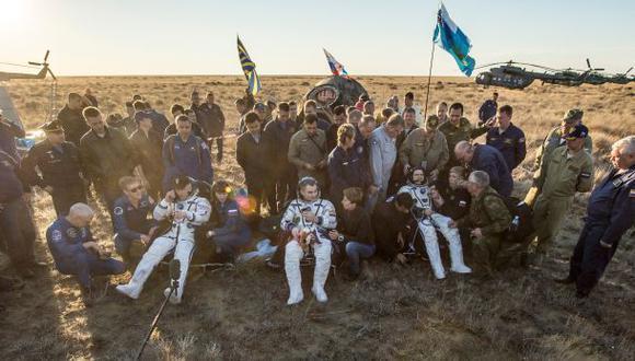 Astronautas regresan a la Tierra tras seis meses en el espacio