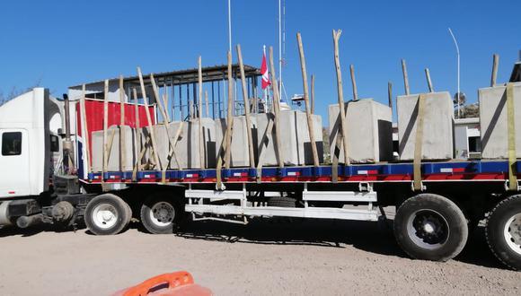 El tráiler con los bloques de cemento fue trasladado a la sede del Departamento de Operaciones Tácticas Antidrogas de Huamanga. (Foto: PNP)