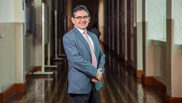César Morales, Superintendente del Colegio San Andrés, asegura que una educación bilingüe ofrece a los estudiantes una visión más amplia del mundo.