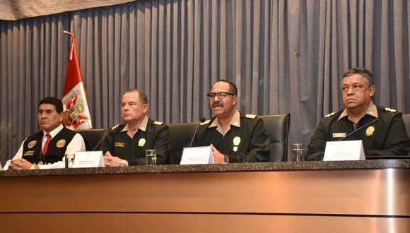 El comandante general de la Policía Nacional, teniente general PNP José Luis Lavalle, dio una conferencia de prensa sobre el caso. (Foto: @PoliciaPeru /Twitter)