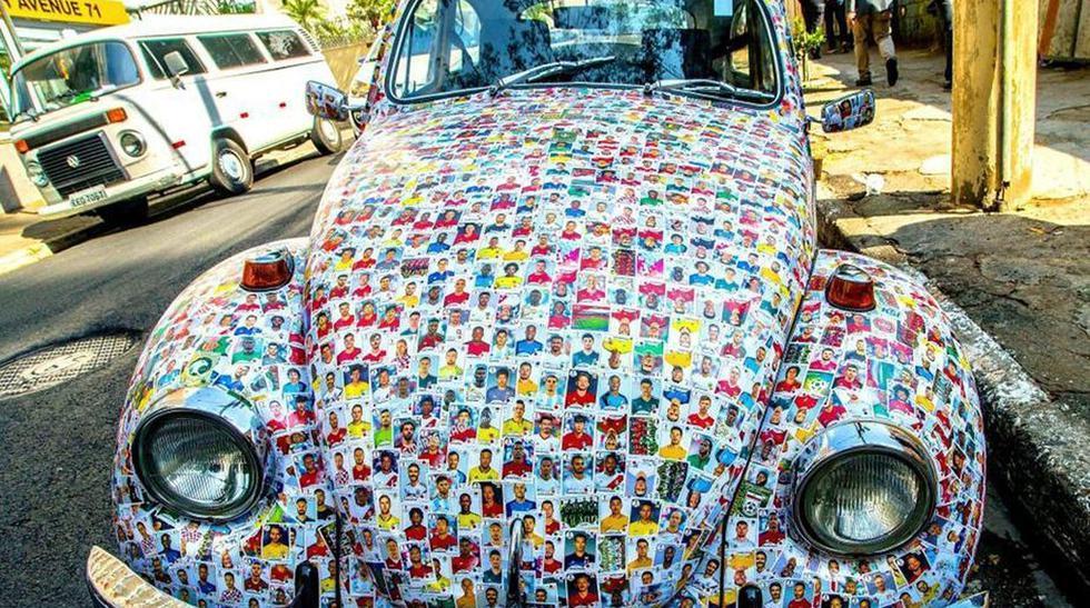 Más de quince mil fíguritas cubren el Volkswagen Escarabajo. (Fotos: Twitter)