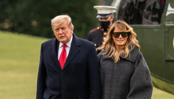 El presidente de los Estados Unidos, Donald J. Trump, y la primera dama Melania Trump regresan temprano de sus vacaciones en Florida, en el Marine One en el jardín sur de la Casa Blanca, Washington (Estados Unidos). (Foto: EFE / EPA / KEN CEDENO / POOL).
