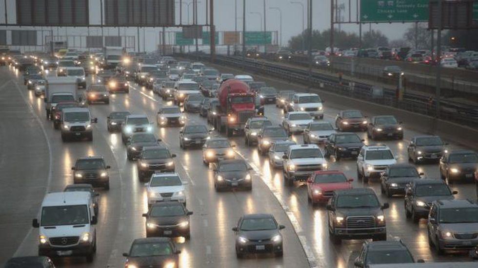 """Las imágenes de filas y filas de automóviles en las carreteras de las grandes ciudades de Estados Unidos son unas de las estampas más comunes por """"Thanksgiving""""."""
