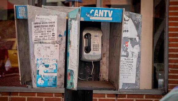 Una cabina de teléfonos de la Compañía Anónima Nacional Teléfonos de Venezuela. (EFE/ Rayner Peña R.).