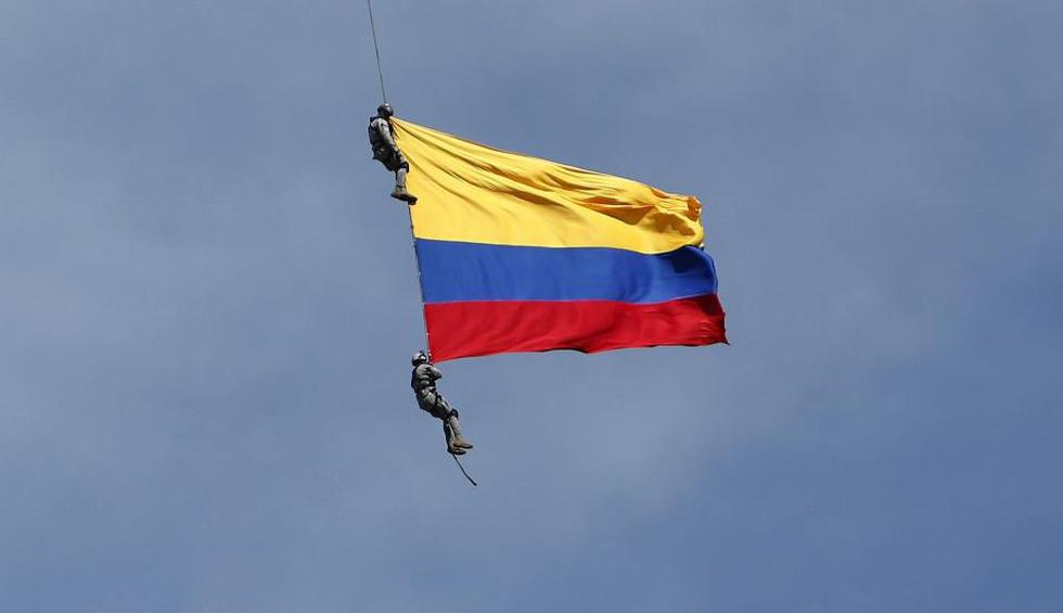 Dos soldados que colgaban de un helicóptero cayeron al vacío y perdieron la vida en Colombia. (Foto: EFE).