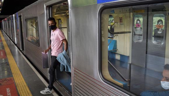 Sao Paulo vacunará contra el coronavirus en el sistema de metro. (Foto: NELSON ALMEIDA / AFP).