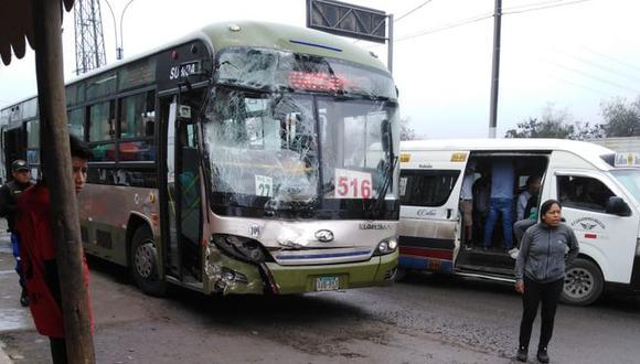 Según el portal del SAT, este bus adeuda más de 23.500 soles en papeletas.