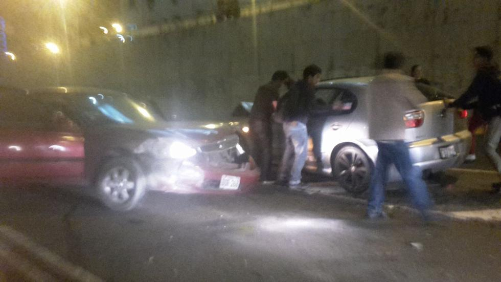 Vía Expresa: violento choque de autos dejó 3 personas heridas - 2