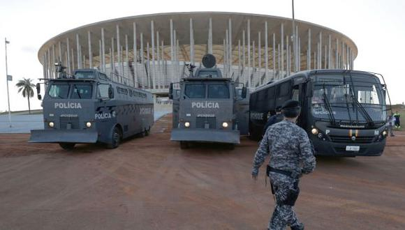 La policía y las fuerzas armadas trabajarán de forma conjunta para garantizar la seguridad durante el Mundial de fútbol. (AP)
