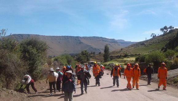 Moradores de las zonas altas de Caylloma bloquearon ayer el acceso al valle del Colca, ubicado en el distrito de Chivay (Foto: Frente de Defensa de Caylloma)