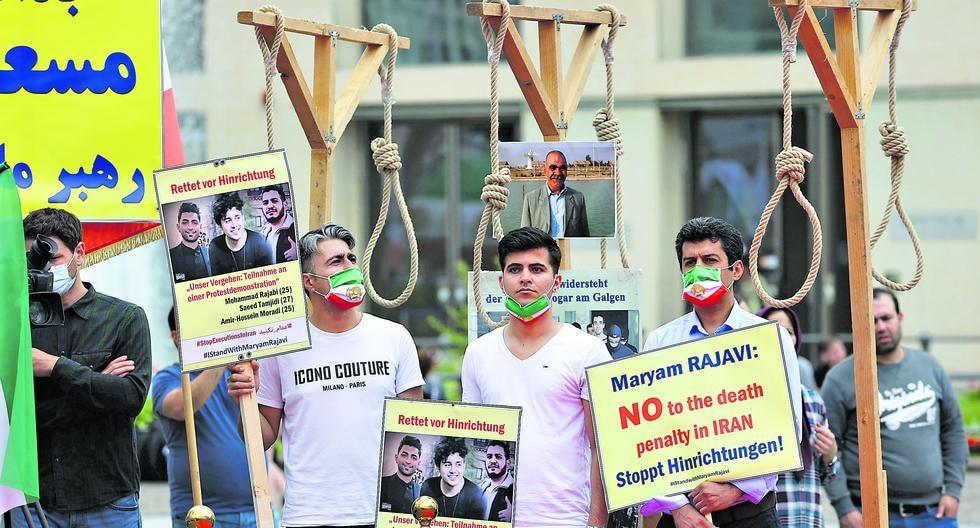 Opositores iraníes protestaron así el viernes en Berlín (Alemania) por la condena contra tres de sus compatriotas. El caso traspasó fronteras. (Foto: Fabrizio Bensch / Reuters)