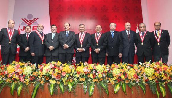 Cinco personalidades velarán por campaña electoral sin insultos