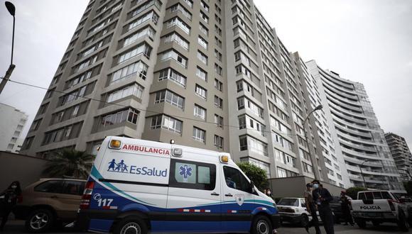 El cuerpo de hombre de 69 años permanece al interior del departamento del edificio Santa Ana, en Miraflores. (Foto: Joel Alonzo/GEC)
