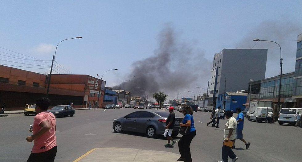 Cercado de Lima: incendio afecta almacén en la Av. Venezuela - 8