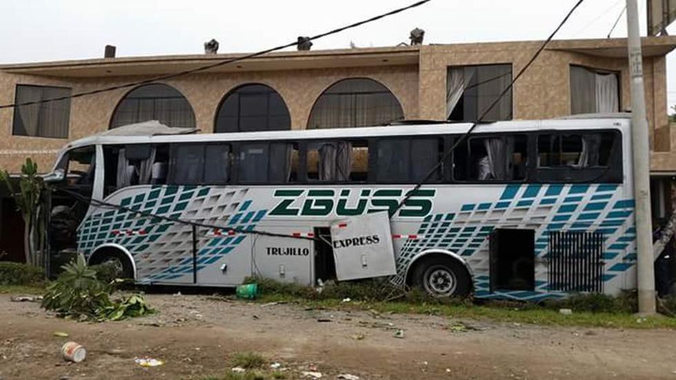 Chancay: así quedó bus que chocó contra un restaurante (FOTOS) - 7