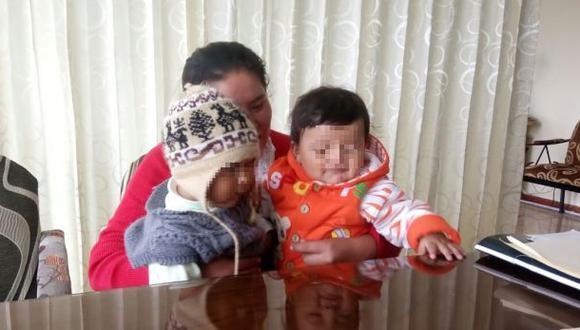 Familias de bebes cambiados al nacer exigen pago de reparación