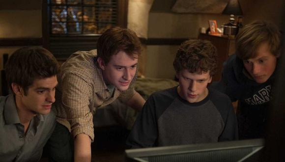 """""""The Social Network"""", dirigida por David Fincher y protagonizada por Jesse Eisenberg (centro derecha) y Andrew Garfield (izquierda), tuvo su premier el 24 de septiembre de 2010. (Foto: Sony Pictures Releasing)"""