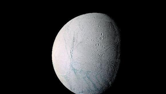 Revelan nuevos datos sobre la ubicación del océano de Encelado