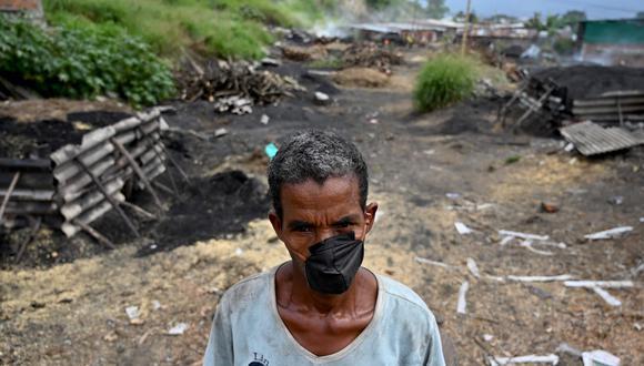 Un trabajador de la mina de cobre en Aguablanca, en Cali, Colombia. (AFP)