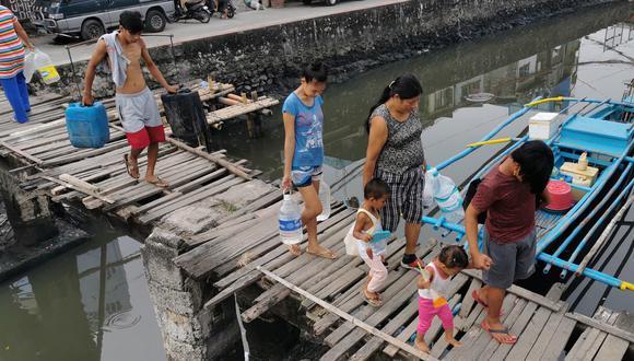 Ante la proximidad de Kalamaegi, que el lunes pasó de tormenta tropical severa a tifón, las provincias más septentrionales de Filipinas, como Cagayan, Isabela, Ilocos o Batanes, ya han comenzado a sufrir lluvias y vientos, que se intensificarán durante el día. (EFE)