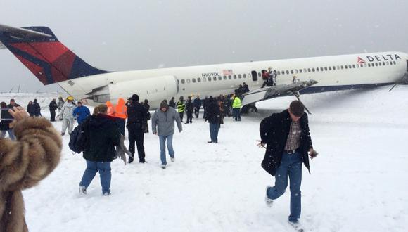 Avión con 125 personas se despistó en aeropuerto de Nueva York