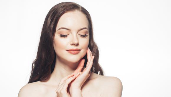 Es imprescindible no olvidar los principios básicos del cuidado de la piel durante este periodo de cuarentena, ya que por el uso repetido de algunos productos agresivos está causando serios problemas en la piel conocido como dermatitis de contacto irritante.(Foto: Shutterstock)