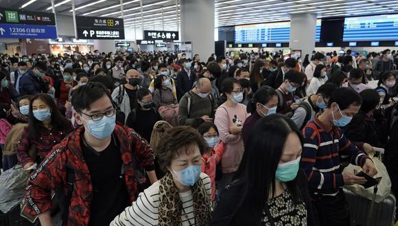El Coronavirus ha dejado 25 muertos hasta el momento en China, país en el que el uso de mascarillas se ha vuelto una constante para evitar el contagio. (Foto: AP)