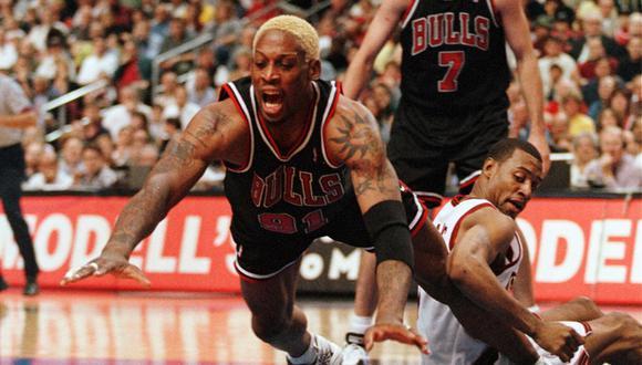 Dennis Rodman, el ala pívot de peinados extravagantes que hizo de los rebotes una forma de figurar en la NBA | Foto: AP