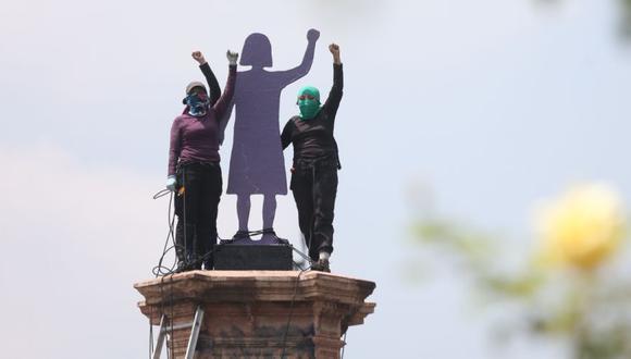Grupos de mujeres protestan hoy, en una de la principales avenidas de Ciudad de México (México). (Foto: EFE/ Sáshenka Gutiérrez).