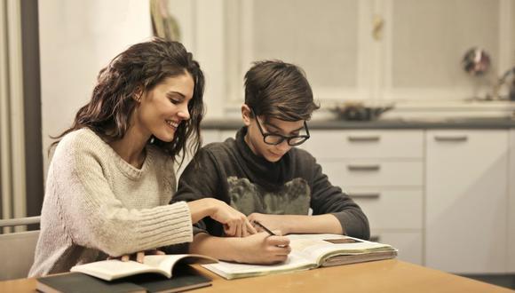 Las clases online y la educación en casa son un reto para estudiantes y padres en plena pandemia del coronavirus. (Foto: Andrea Piacquadio / Pexels)