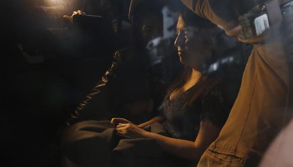 La congresista Yeni Vilcatoma tuvo duras críticas contra Fuerza Popular tras renunciar a esa bancada en setiembre del 2016. Incluso se retiró entre lágrimas de reunión que definió su salida. (Foto: Archivo El Comercio)