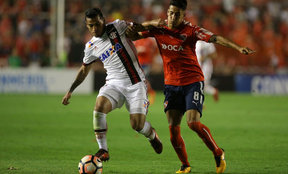 El lateral de Flamengo espera cerrar un gran año en el que también consiguió la clasificación de Perú al Mundial. Además, lamentó la ausencia de Paolo Guerrero. (Foto: Reuters)