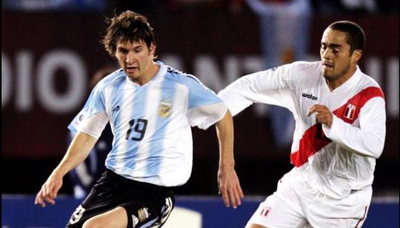 La primera vez que Lionel Messi enfrentó a la selección peruana fue en la penúltima fecha de las Eliminatorias a Alemania 2006. (Foto: REUTERS / Marcos Brindicci)