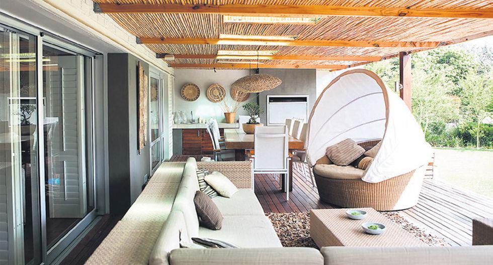 Inspírese en el entorno para elegir los materiales de sus muebles y así conectar la casa con el exterior. (Foto: Getty Images)