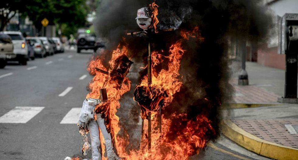 """""""Quema de Judas"""": Maduro y Capriles arden en Venezuela [FOTOS] - 5"""