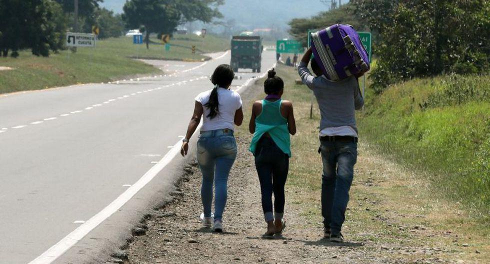 Ni la presión internacional sobre el gobierno de Maduro para que deje el poder, ni la ayuda humanitaria de EE.UU. que la oposición pretende ingresar desde Cúcuta, disuaden a venezolanos presos en el desespero. (Foto: EFE)