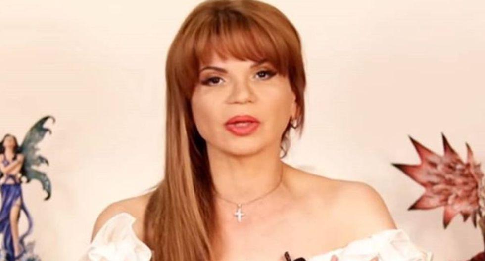 Mhoni Vidente, la tarorista más famosa de México, lanzó las cartas para adivinar lo que pasará esta semana (Foto: YouTube)