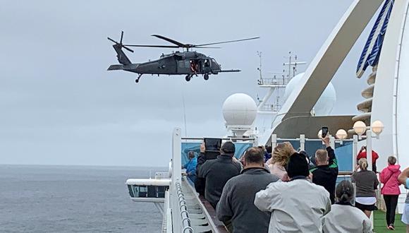 Pasajeros a bordo del crucero Grand Princess. La nave atracará en el puerto de Oakland. (Foto: Reuters)